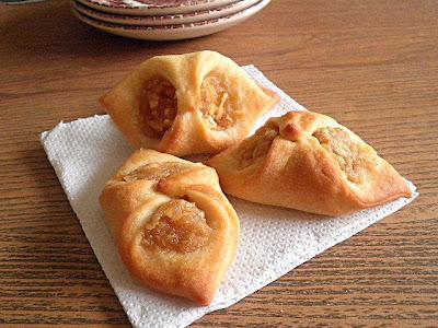 Apple Kolaches Recipe @ http://treatntrick.blogspot.com