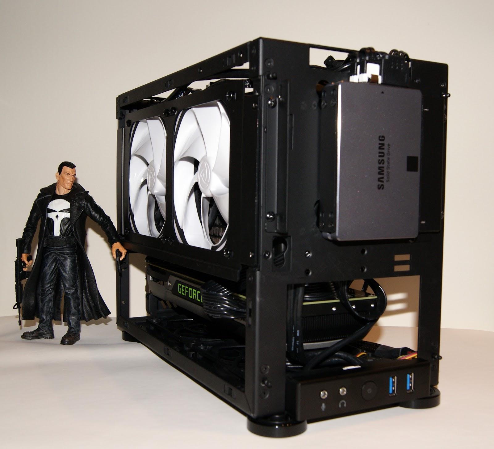 Formato SFF, placa Mini-ITX, fuente SFX, todo reducido excepto su potencia