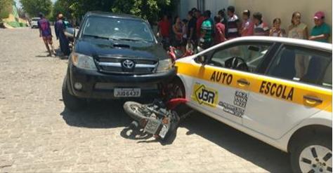 Acidente envolvendo três veículos deixa mulher ferida em Santana do Ipanema