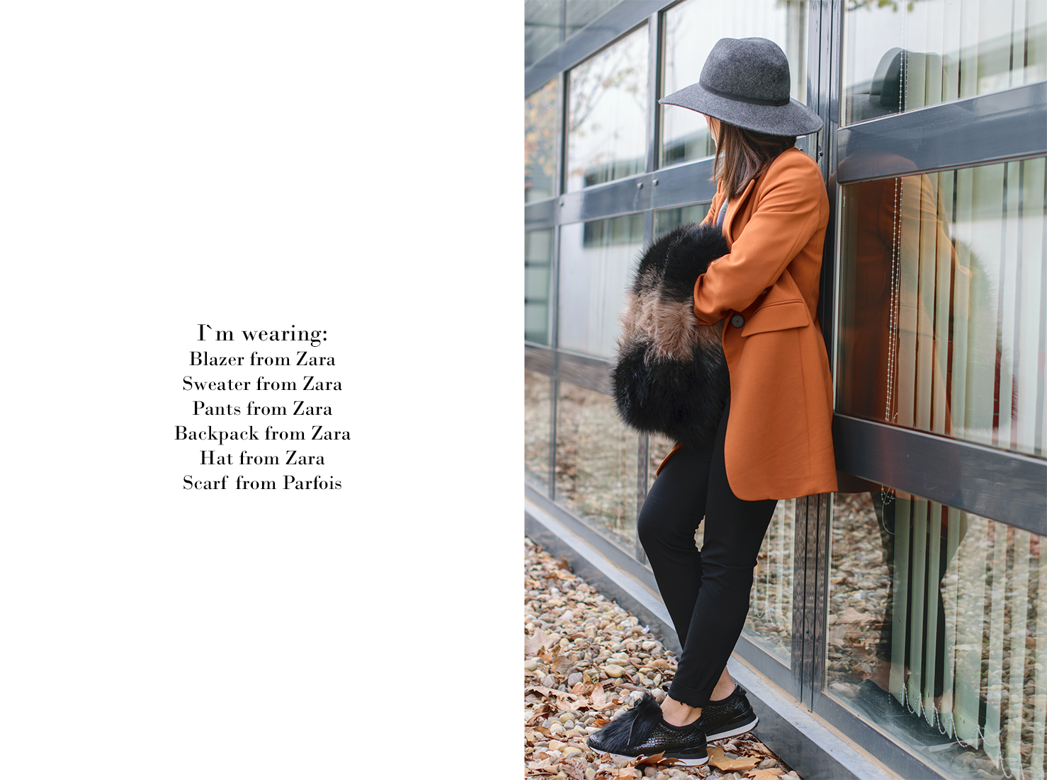 Look con estola y sneakers de Zara