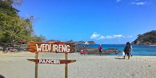 Wisata Pantai Wedi Ireng Banyuwangi