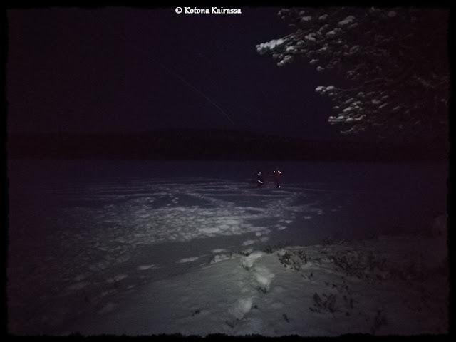 Perinnepelejä pimeässä