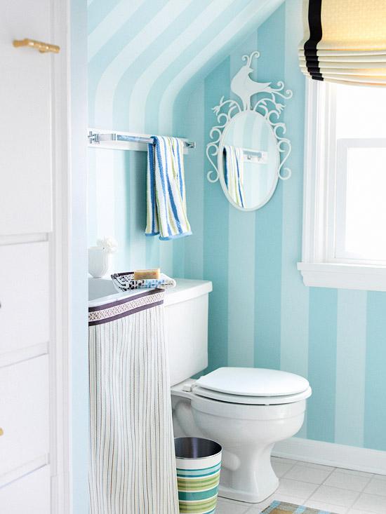 Striped Wallpaper Bottom Paint Top In Small Bathroom: COISARANDO POR AI..: BANHEIROS/LAVABOS CHEIOS DE CHARME E