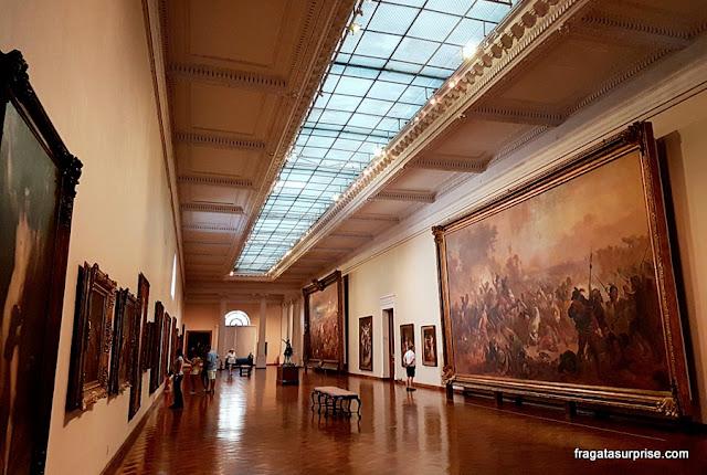 Salão dedicado à pintura brasileira no Século 19, no MNBA
