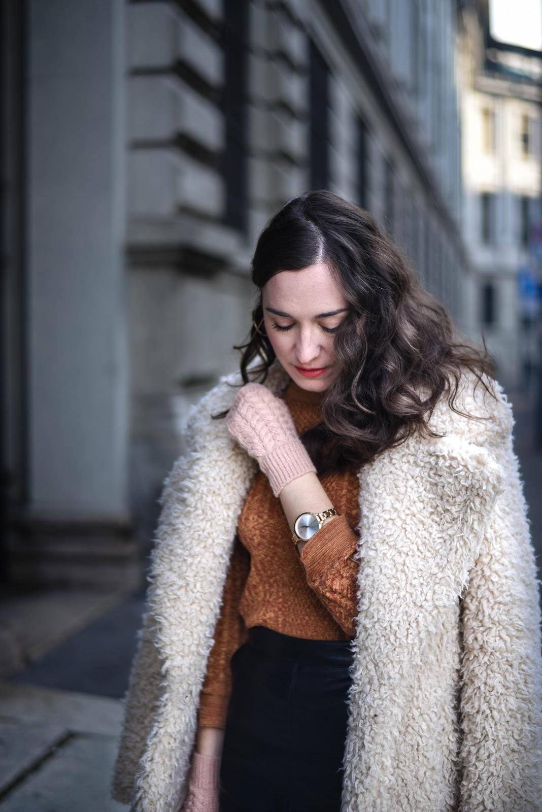 leather_skirt_fur_coat_mustard_knit_look