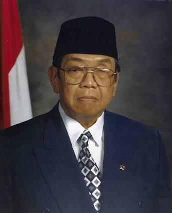Biografi singkat Presiden RI ke empat ( KH. Adurrahman Wahid )