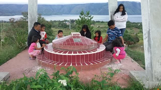 Kami sempatkan jiarah di Tugu (Makam) Raja Simanjorang