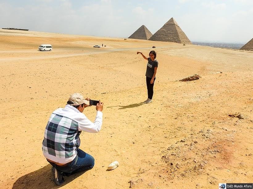 Ahmed, o guia, fazendo as vezes de fotógrafo - Egito: tour com guia que fala português - Star Day Tour