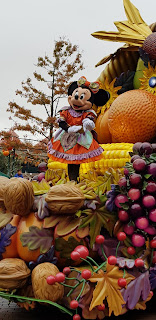 Disneyland Paris Halloween Minnie Mouse on Parade