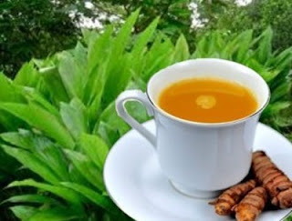Manfaat Luar Biasa Minum Air Kunyit Hangat Setiap Pagi
