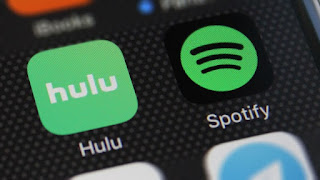 Spotify and Hulu student discount - The 9 finds that I'm loving during this winter are PopSockets, Emily Ley, European Wax Center, Spotify + Hulu, FastWeb, Echo Routines, SkimmNotes, Great Wolf Lodge, iPhone X + Apple Heart Study | brazenandbrunette.com