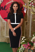 Sania Mirza inaugurates The Label Bazaar  0011.jpg