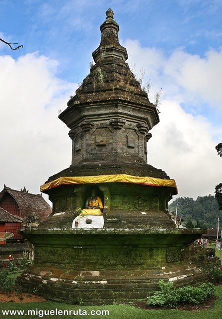 Estupa-budista-Bratan-Bali