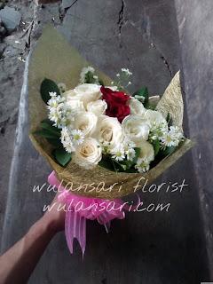 Hand Bouquet Mawar (WS-109)