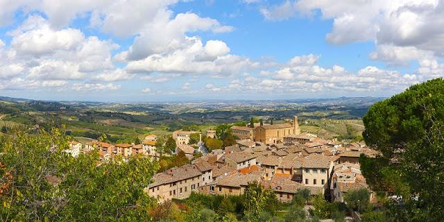 Vista do alto da Rocca di Montestaffoli em San Gimignano
