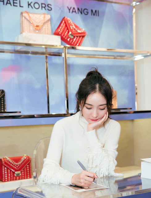 Yang Mi Fansign Rockefeller Center