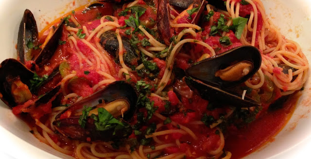 How to Make Mussels Marinara with Spaghetti Recipe