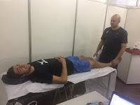 Dr. Sérgio em tratamento de PNS e Microfisioterapia