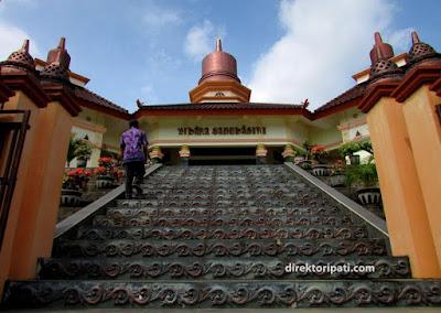kuil wihara Saddhagiri di desa jrahi kecamatan gunungwungkal pati