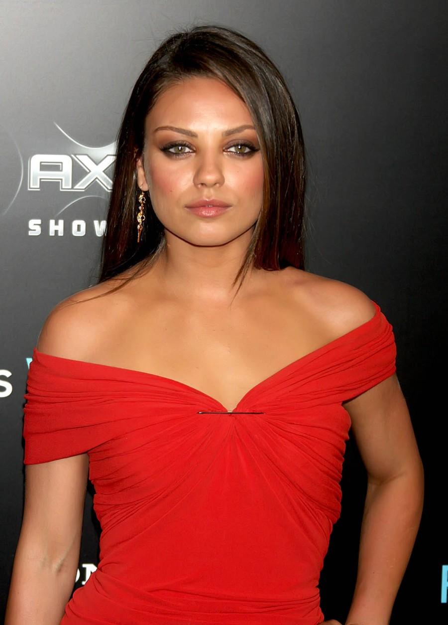 Best Celeberties Wallpapers: Mila Kunis In Red Hot wallpapers