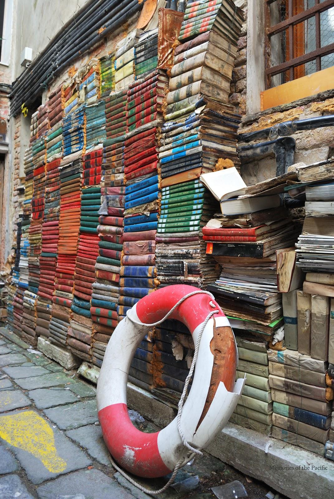 libreria acqua alta venice italy