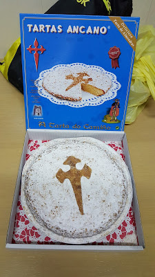 Our very thoughtful present from Carlos' family: a tarta de Santiago