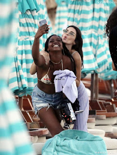 Kendall Jenner in Bikini with her teenager frinds in bikini at Mykonos Beach in Greece bollycelebs.in Exclusive Pics 001