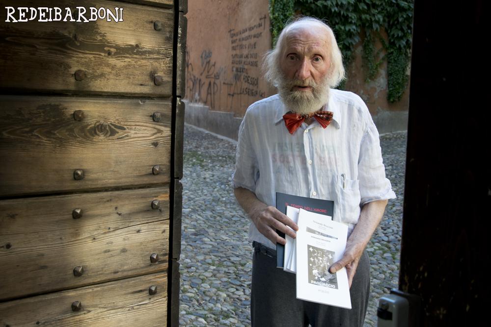 Il re dei barboni a Pavia con tutti i libri fin'ora autopubblicati