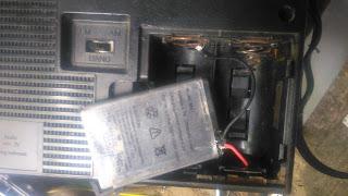 memasang baterai li-ion untuk radio tua