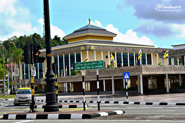 http://www.lakwatserangligaw.com/2015/12/brunei-history-centre.html