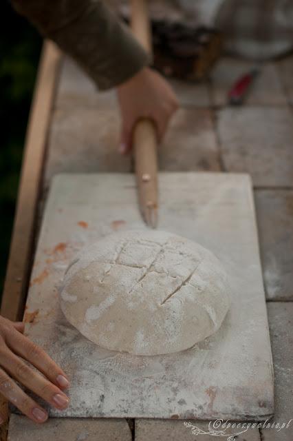 tradycyjny chleb na zakwasie, bochenek