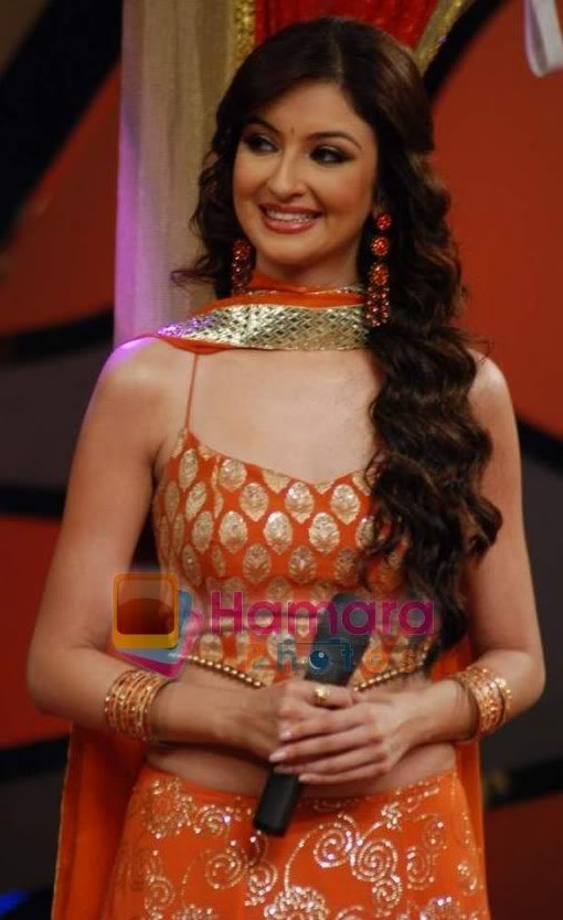 Normal Saumya Tandon On The Sets Saree Hot Figure