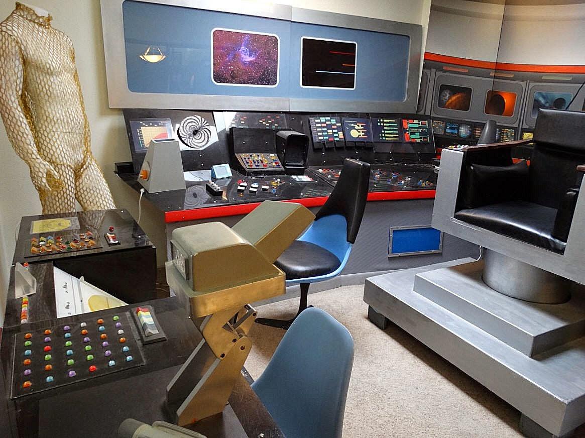 Star Trek Prop, Costume & Auction Authority: Simulated