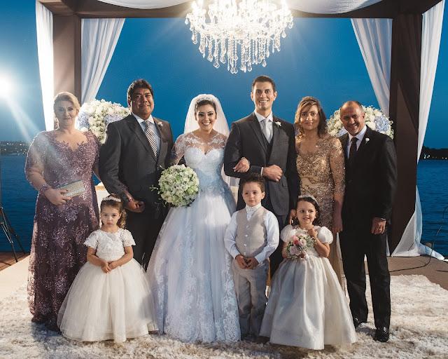 casamento real, porto vittoria, decoração, cerimônia, azul e branco, passarela de espelho, cerimônia a céu aberto, família, altar