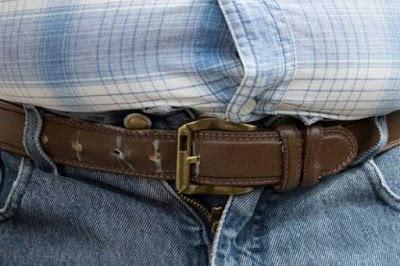 عدم ارتداء ملابس ضيقة يساعد في علاج حموضة المعدة