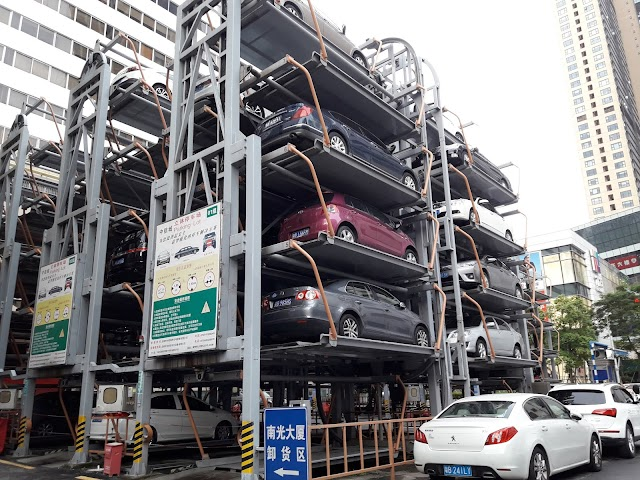 Parkir Mobil di Shenzhen