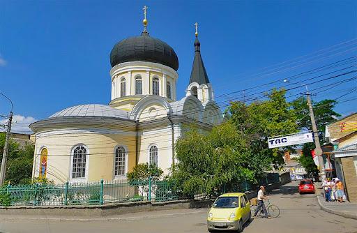 Петропавловский храм в Симферополе (ул. Октябрьская, 16)