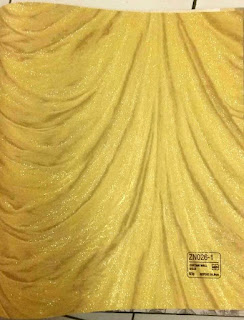 wallpaper dinding emas glitter tirai gorden