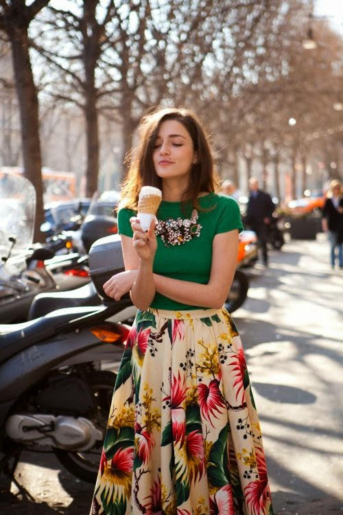loving the print on her skirt // Fashion Trends // Style