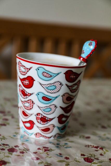Kaffee in Vogeltasse