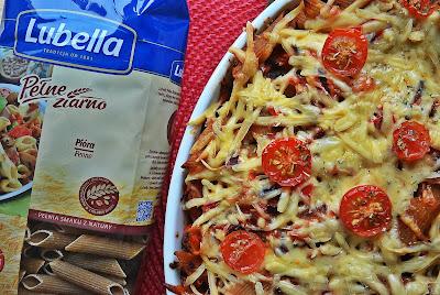 Penne z czerwonymi warzywami i włoską nutą