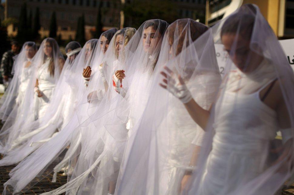35 Photos Of Protesting Women That Portray Female Power - Lebanon