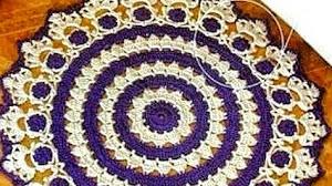 Patrón de alfombra circular tejida al crochet