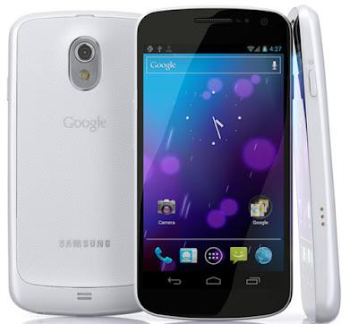Spesifikasi Samsung Galaxy Nexus I9250           Smartphone high-end yang dirilis pada november 2011 ini memang cukup senior. Meskipun dirilis sejak lama namun sistem operasi yang dipakai secara defaultnya sudah android ice cream sandwich dan bahkan bisa diupgrade jelly bean 4.3. OS versi upgrade ini setara dengan yang terdapat pada Samsung Galaxy Note 3. Pada dapur pacu ada CPU TI OMAP 4460, Dual-core 1.2 GHz Cortex-A9 dimana kemampuan yang sebanding misalnya pada Galaxy Grand dan Ace 3.     Bagi mereka yang akrab dengan multimedia, kualitas layar sangat lah penting. Layar monitor pada Nexus ini sudah memiliki kemampuan HD dengan resolusi 720 x 1280 pixel dan piksel densiti 316 ppi membuat gambar terasa lembut dan tajam. Ukuran layar yang besar mencapai 4.65 inch semakin menyempurnakan kualitasnya. Yang agak disayangkan mungkin kameranya yang hanya 5 MP padahal kualitas monitor sudah sangat baik. Samsung Galaxy Grand yang lebih murah saja resolusi kamera mencapai 8 MP. Tapi bagi yang tidak begitu care dengan fitur ini memang tidak menjadi masalah karena fitur lain yang disediakan juga sudah sangat mumpuni.           Satu lagi yang agak disayangkan mungkin pada baterai yang digunakan Samsung Galaxy Nexus. Ukuran baterai sebesar 1750 mAh dirasa terlal