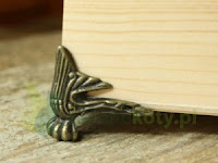 http://zielonekoty.pl/pl/p/Nozka-nozki-metalowa-do-pudelek%2C-szkatulek-1szt./696