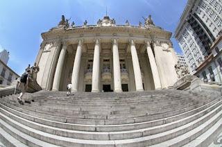 http://vnoticia.com.br/noticia/3653-justica-suspende-posse-de-deputados-estaduais-presos-no-rio