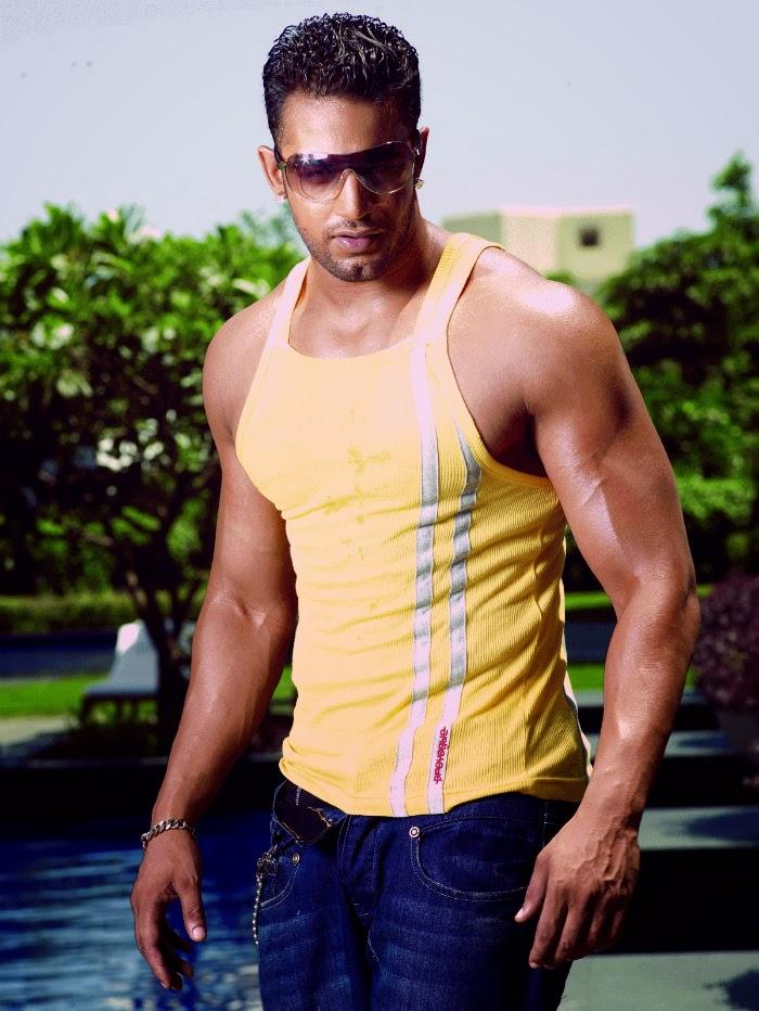 Shirtless Bollywood Men: Upen Patels shirtless selfies