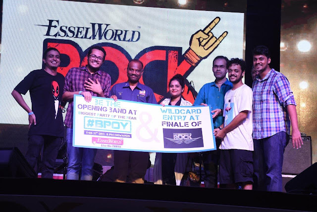 Across Seconds receiving prize at EsselWorld Rock