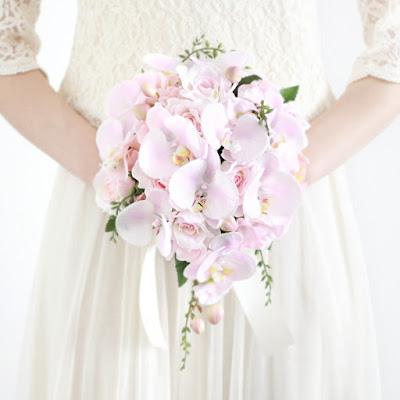 胡蝶蘭のティアドロップブーケ(ピンク)-ウェディングブーケと花髪飾りairaka