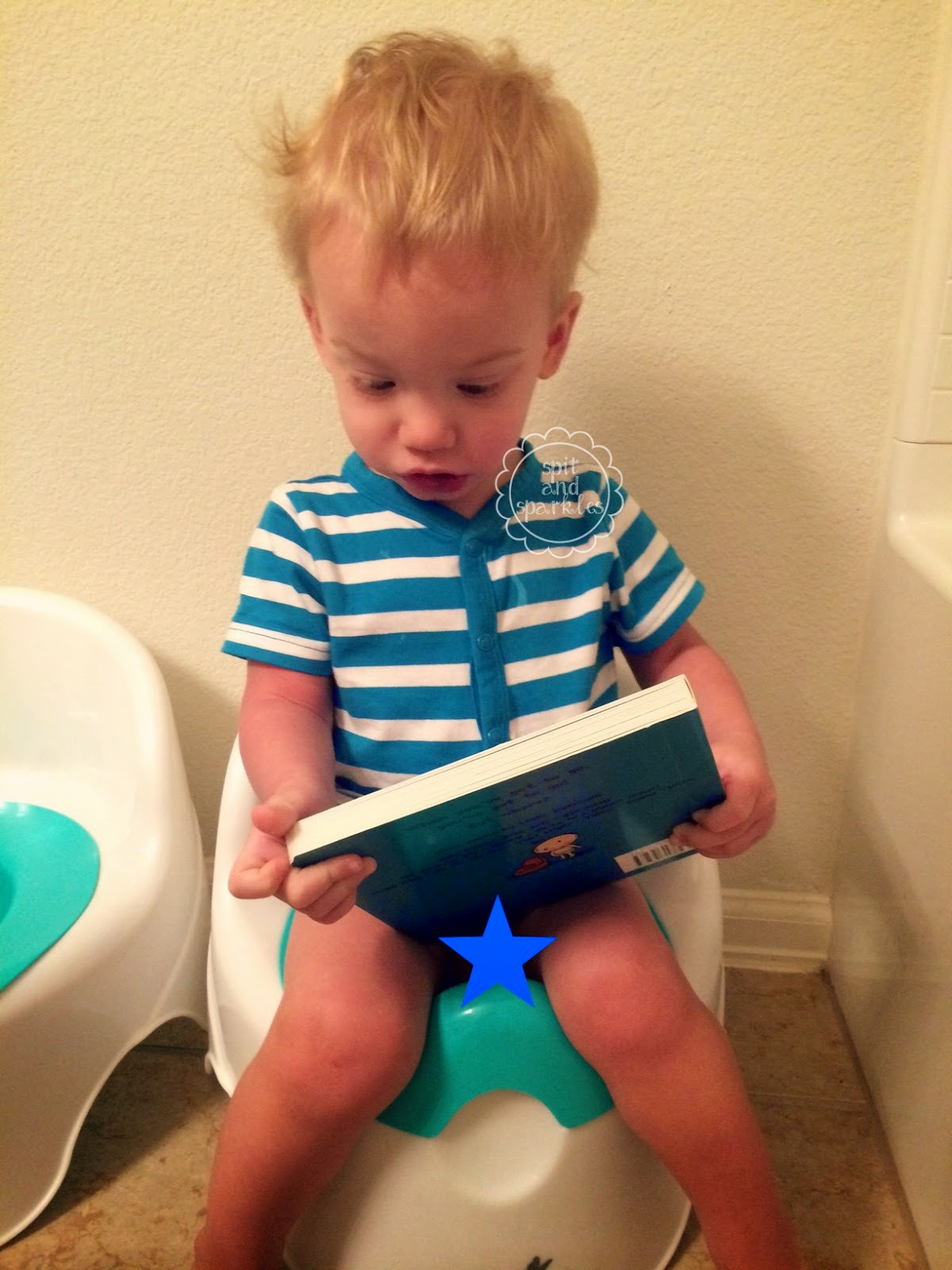 Tips on early potty teaching from a mom of boy/girl twins! #pottytime #twins #pottytraining